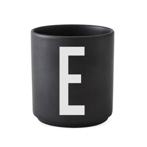 Design Letters kuppi musta E