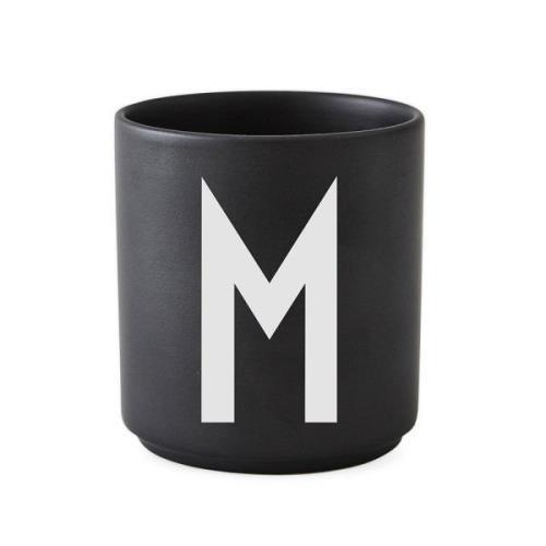 Design Letters kuppi musta M